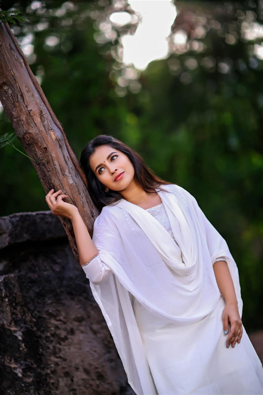 Actress Komalee Prasad Photoshoot Stills