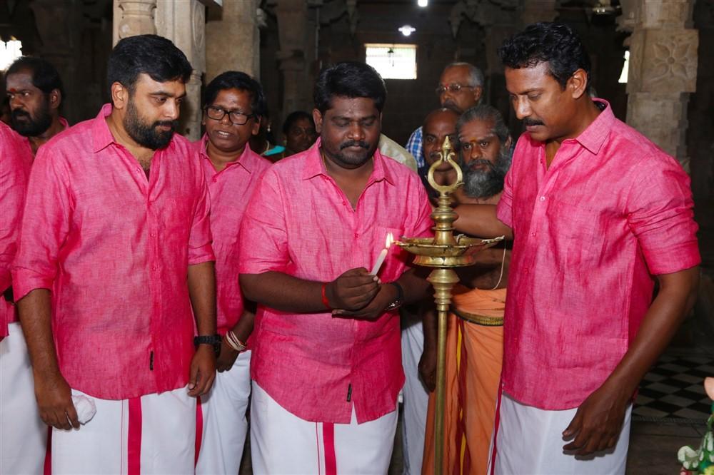 Sasikumar, SR Prabhakaran, Samuthirakani @ Kombu Vacha Singamda Movie Pooja Stills