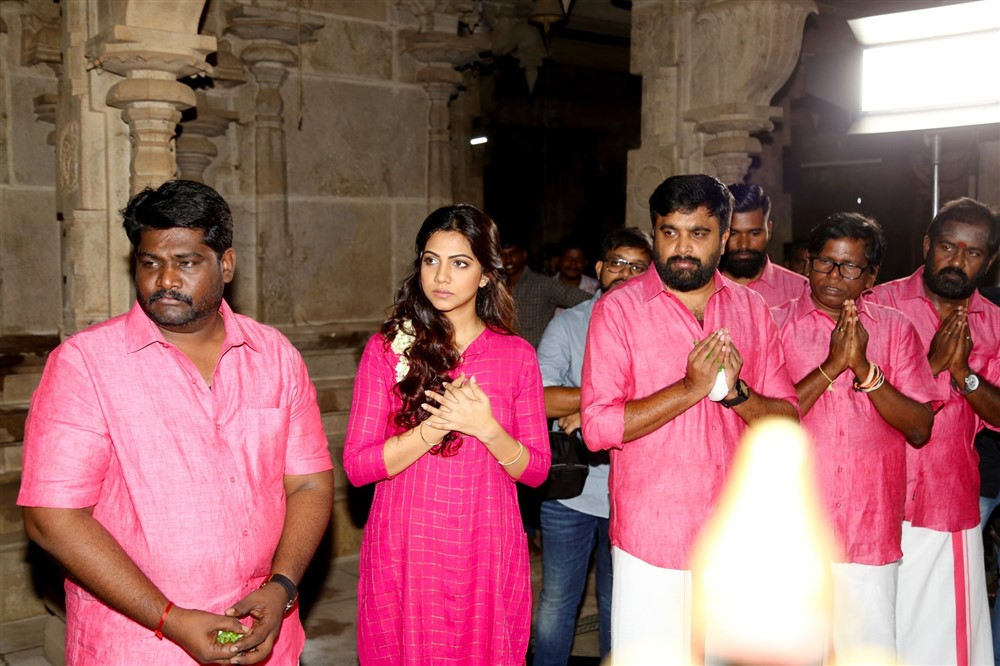 SR Prabhakaran, Madonna Sebastian, Sasikumar @ Kombu Vacha Singamda Movie Pooja Stills