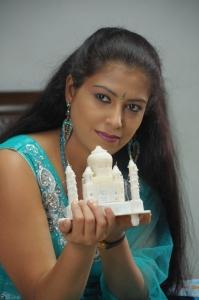 Konjam Sirippu Konjam Kobam Movie Stills Photo Gallery