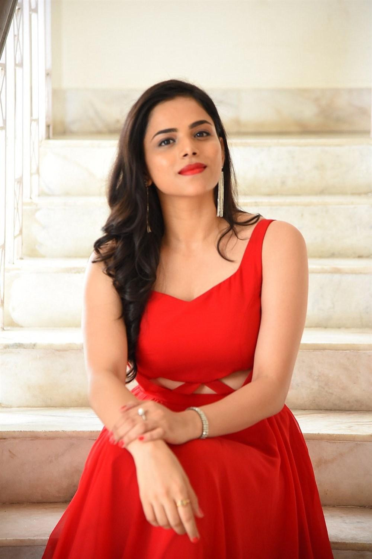 Actress Kriti Garg Photos @ 2 Hours Love Movie Trailer Launch