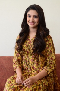 Uppena Movie Heroine Kriti Shetty Press Meet Photos
