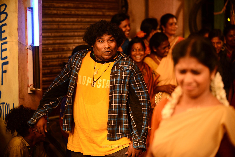 Actor Yogi Babu in Kuppathu Raja Movie Stills HD