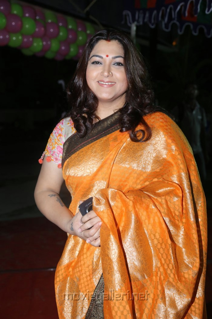 Related Pictures bhagyaraj kushboo in silk saree kushboo latest pics ...