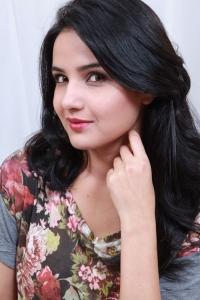 Actress Jasmin Bhasin in Ladies & Gentleman Telugu Movie Stills