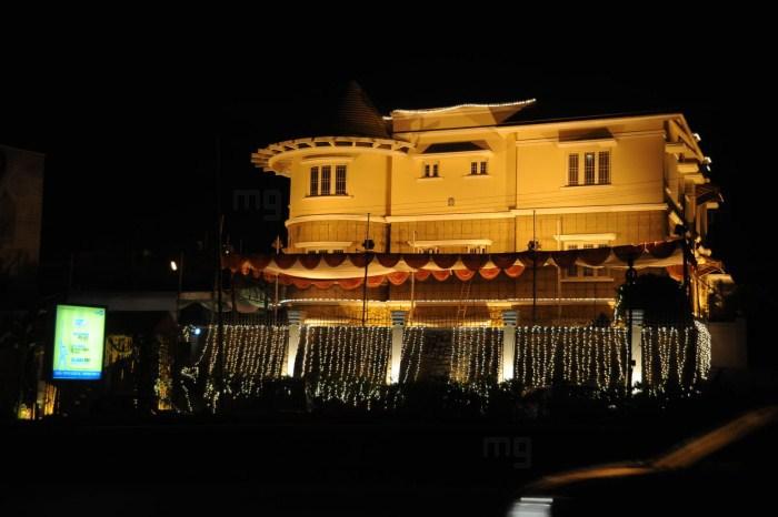 Picture 9553 jr ntr wife lakshmi pranathi house new for House decoration photos