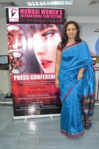 Lakshmi Ramakrishnan Latest Stills in Blue Silk Saree