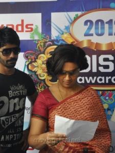 Lakshmi Ramakrishnan at Tamil Edison Awards 2012 Pictures