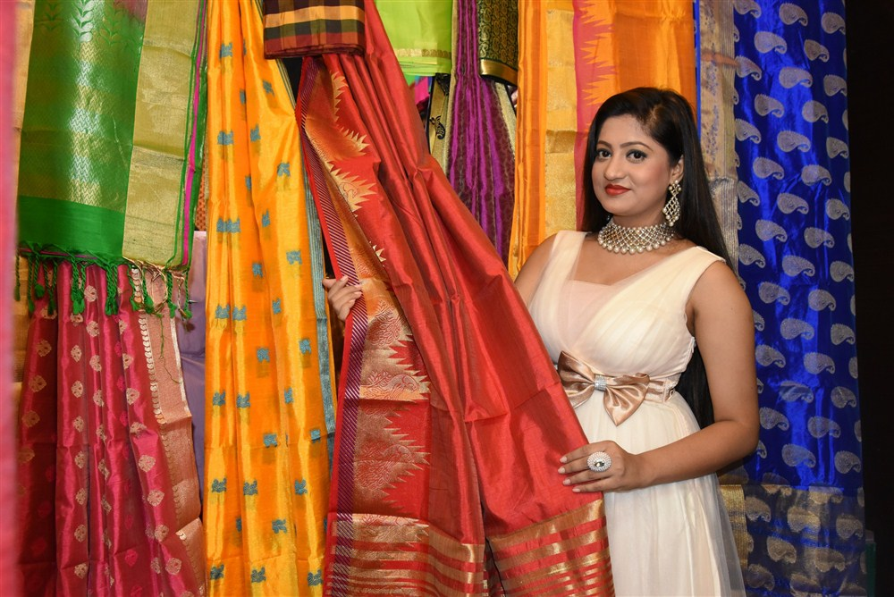 Actress Lipsa Mishra Inaugurates Silk India Expo at Bhubaneswar Photos