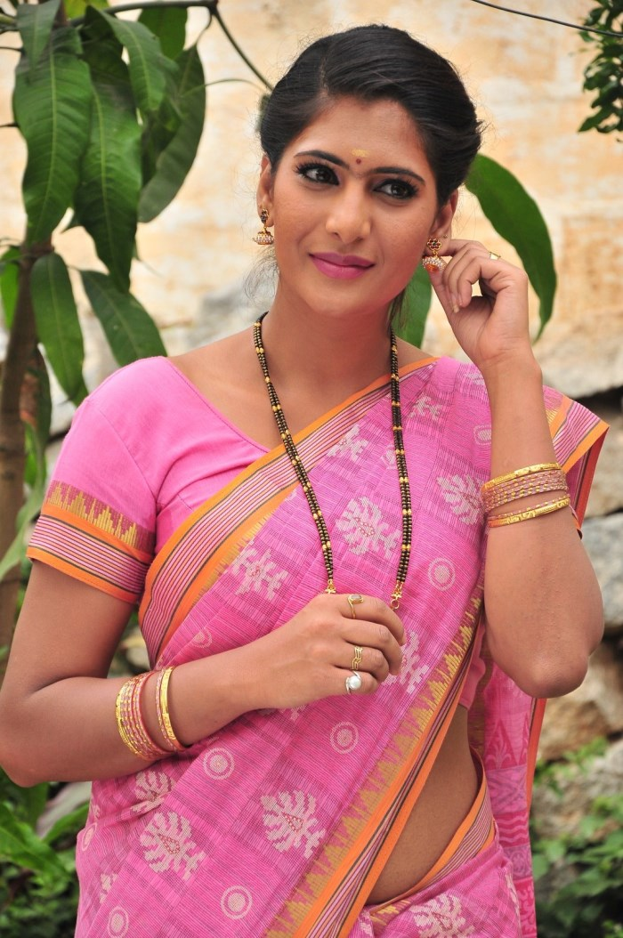 Picture 815229 | Actress Neha Saxena in Lodukku Pandi ...