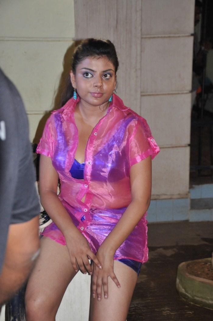 Picture 295943 | Lollu Dada Parak Parak Item Girl Hot Stills | New ...
