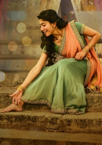 Love Story Heroine Sai Pallavi HD Images