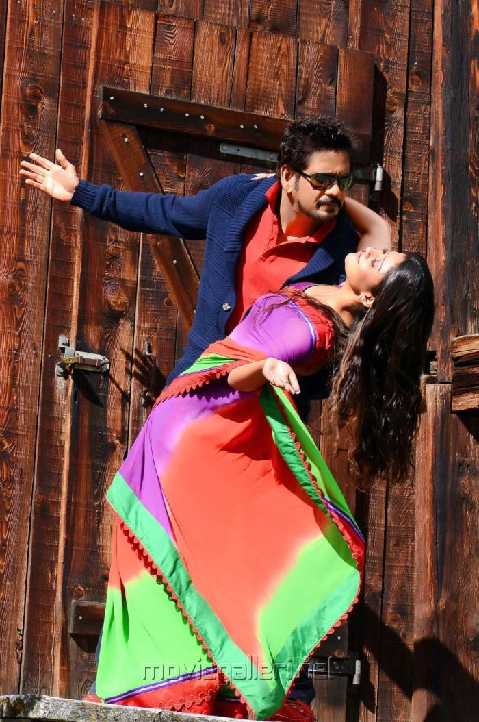 Nagarjuna, Nayanthara in Love Story Tamil Movie Photos