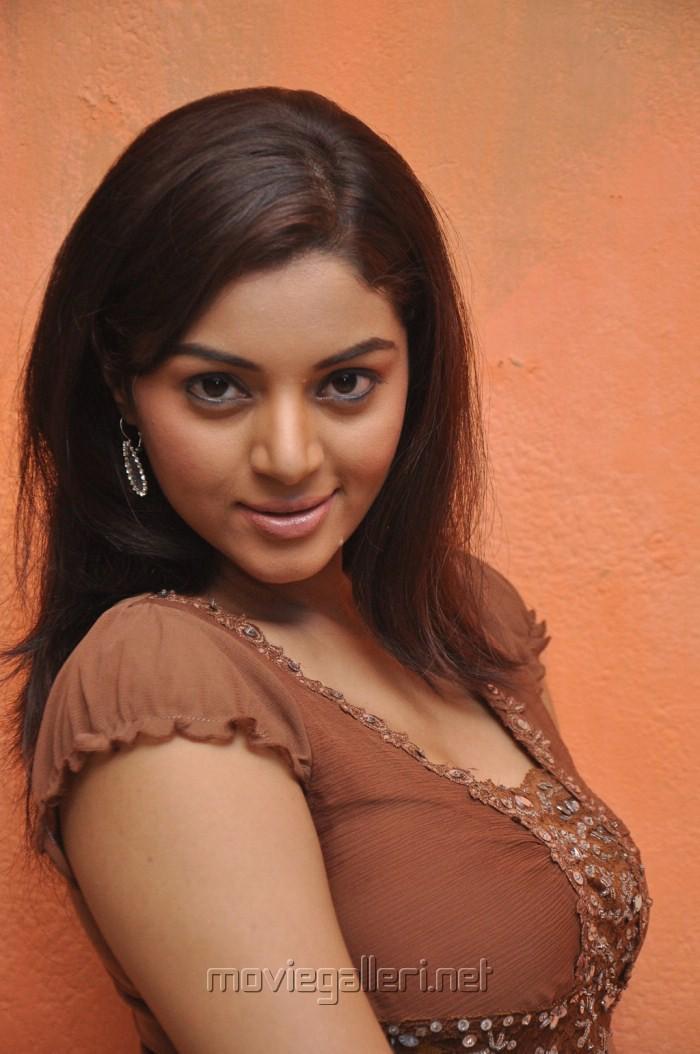 Actress Sanam Hot Pics at Maayai Movie Shooting Spot