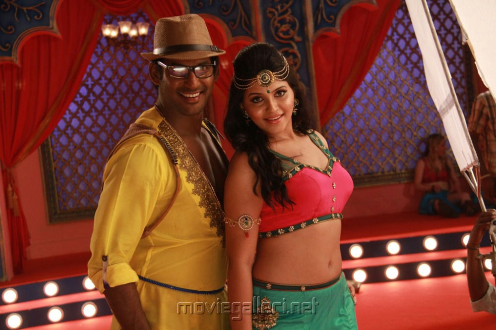 Vishal, Anjali Hot in Madha Gaja Raja Movie Stills