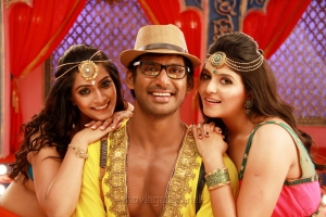Varalaxmi, Vishal, Anjali in Madha Gaja Raja Telugu Movie Stills