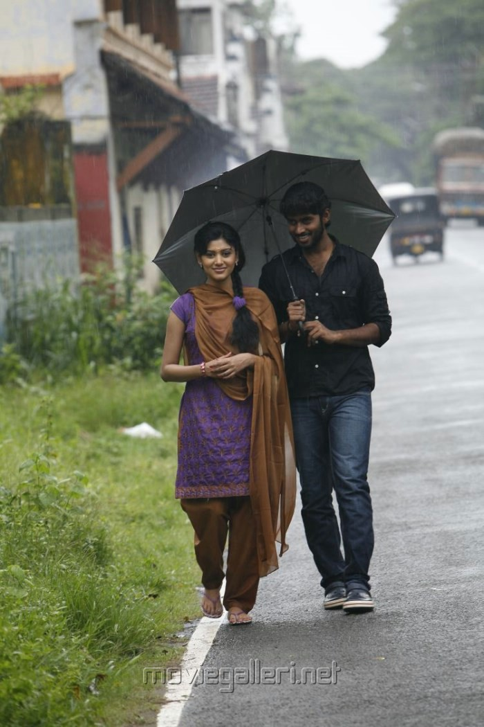 Oviya, Kathir in Madha Yaanai Koottam Movie Stills