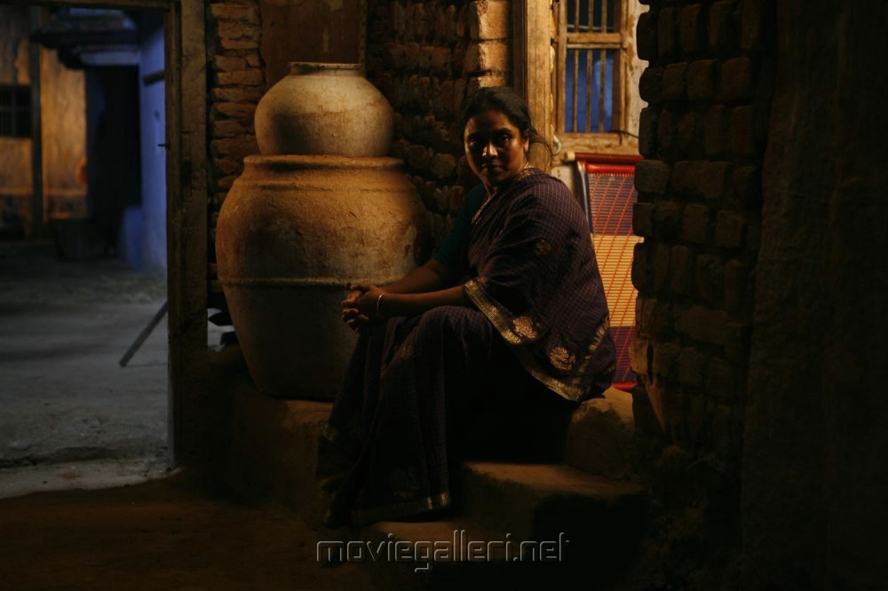 Viji Chandrasekar in Madha Yaanai Koottam Movie Stills