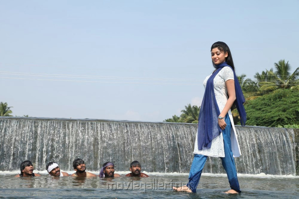 Actress Oviya in Madha Yaanai Koottam Movie Stills