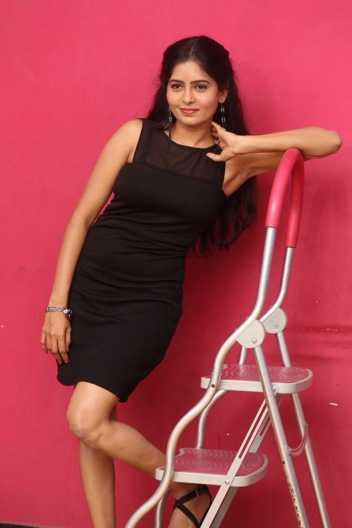 actress_madhumitha_photos_lajja_movie_interview_41960b5