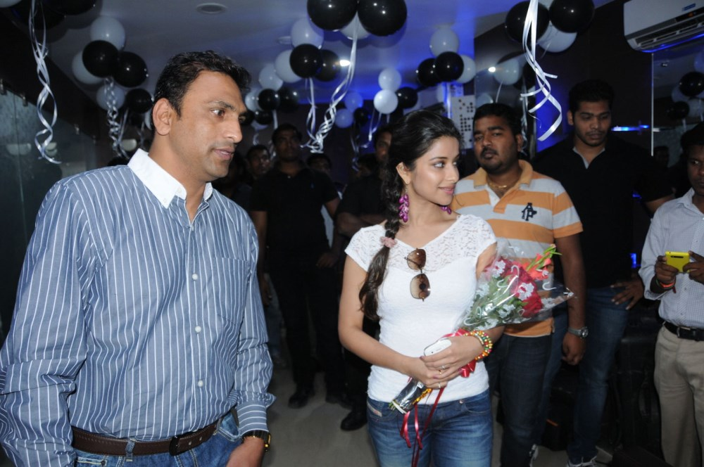 Picture 576182 madhurima launches looks salon spa in for Looks salon and spa