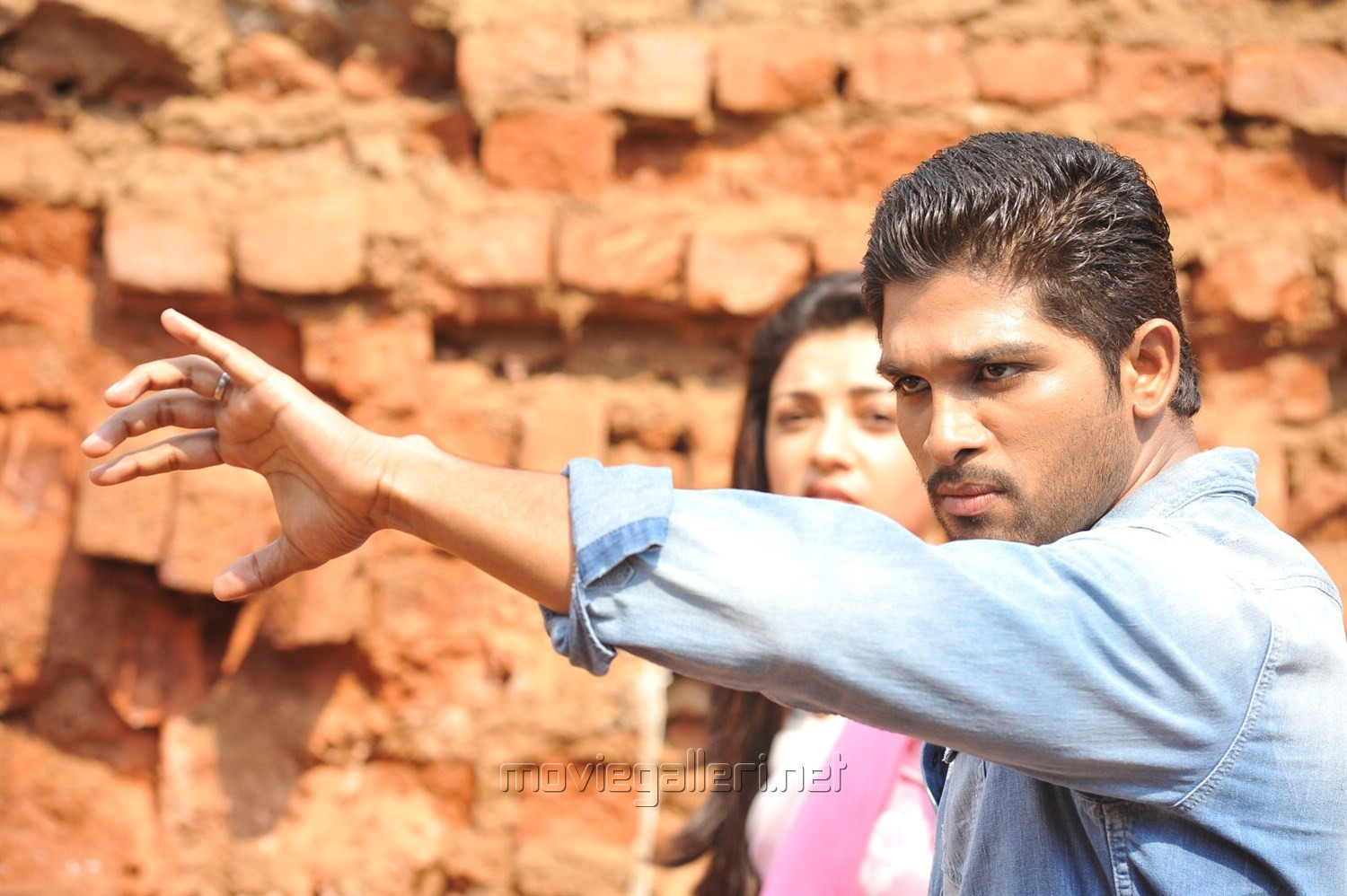 pictures of kajal agarwal and allu arjun in yevadu - www.kidskunst