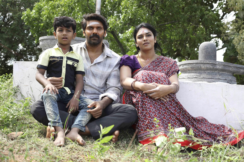 Arya, Indhuja Ravichandran in Magamuni Movie Stills HD