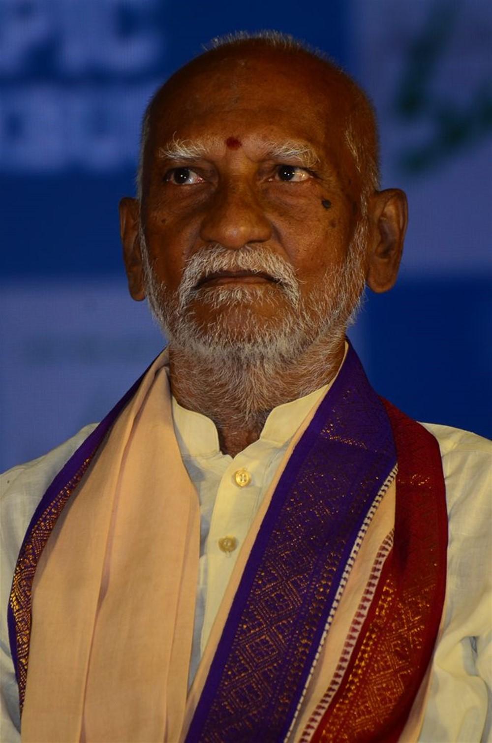 Old Actor Guruswamy @ Maharshi Success Meet Photos