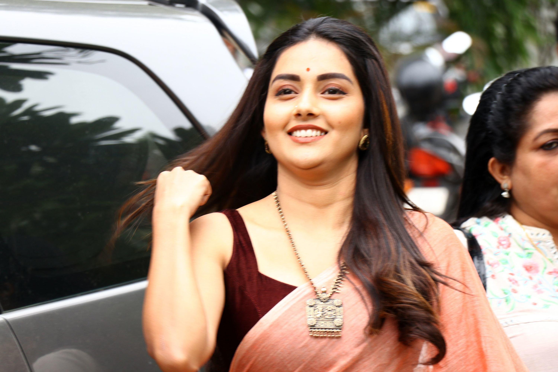 Magamuni Actress Mahima Nambiar Saree Pics