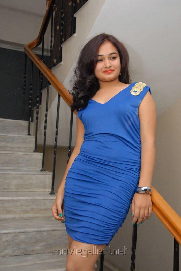 Telugu actress mythili hot pics in blue dress