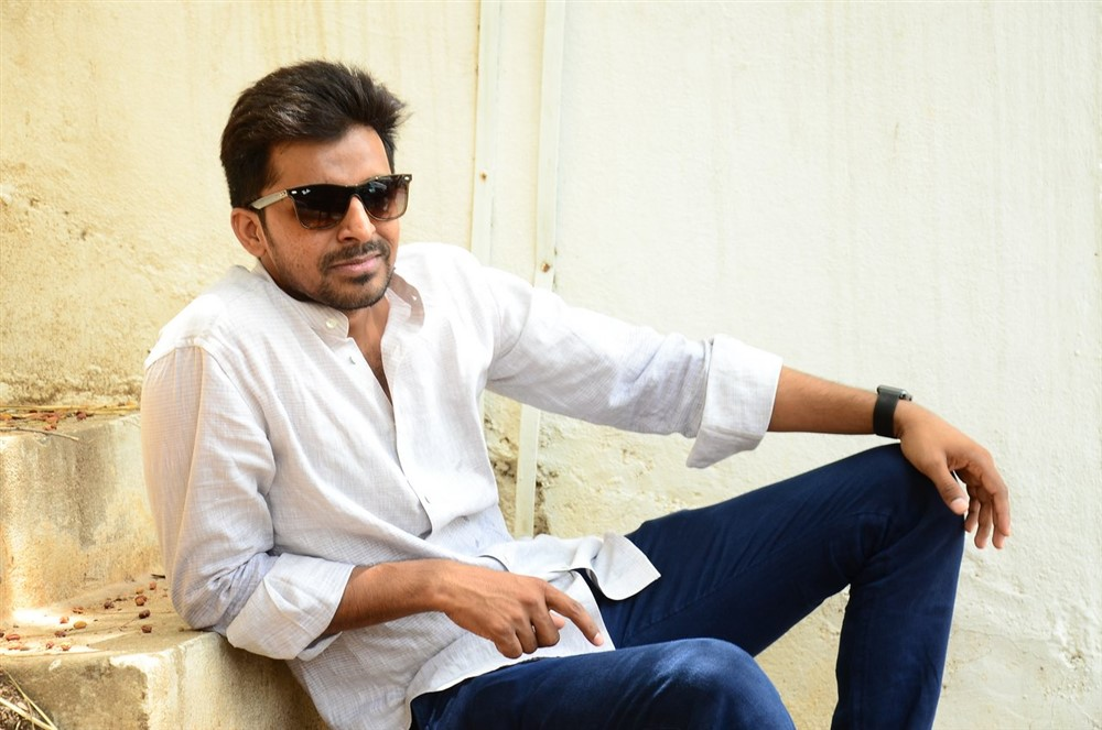 Mallesham Actor Priyadarshi Interview Stills