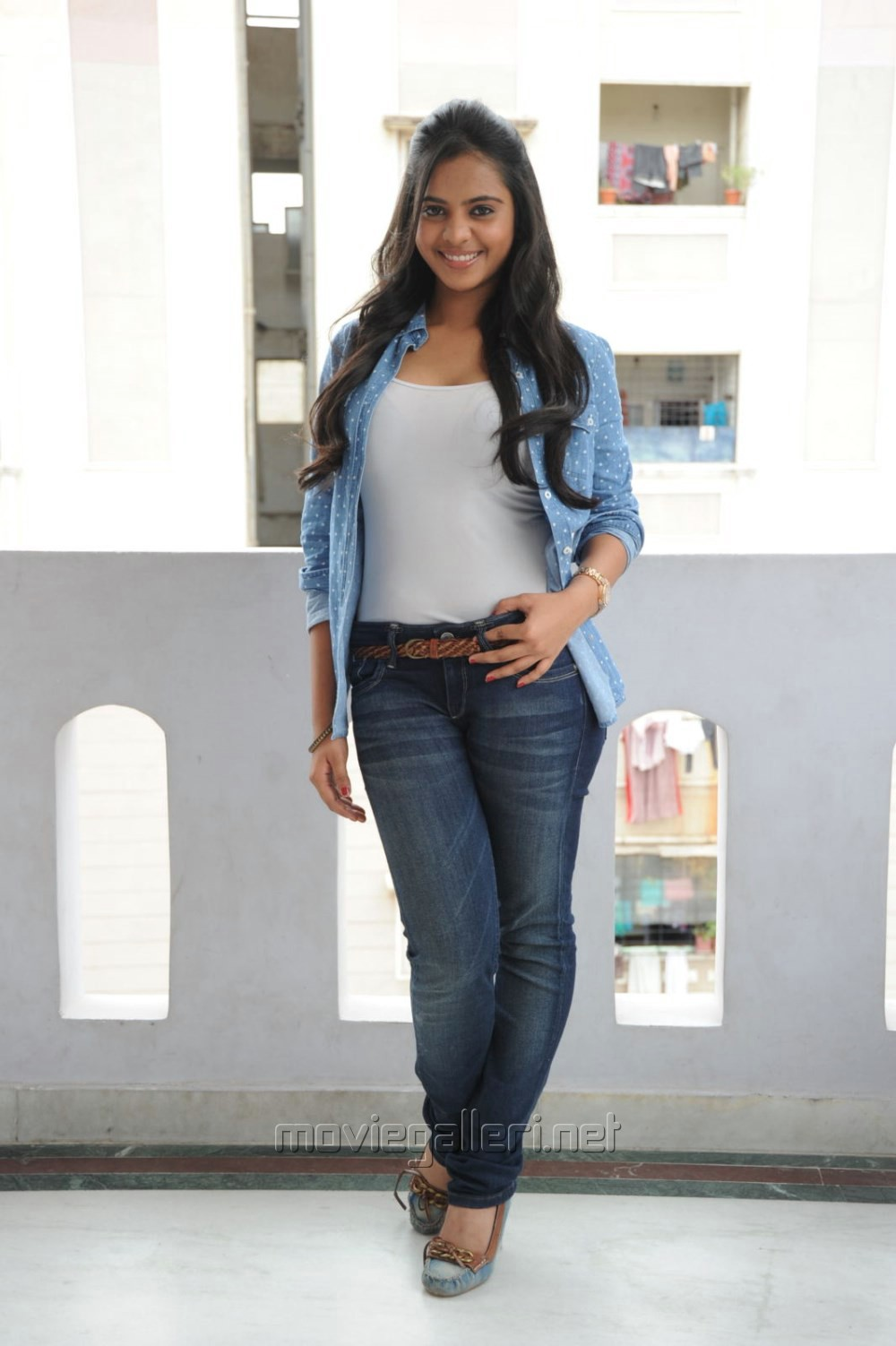 White Top And Jeans - Jeans Am