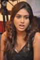 tamil_actress_manisha_yadav_hot_pics_stills_in_black_dress_5262