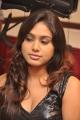 tamil_actress_manisha_yadav_hot_pics_stills_in_black_dress_7383
