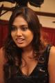 tamil_actress_manisha_yadav_hot_pics_stills_in_black_dress_9015