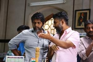 R.Madhi & I. Ahmed @ Manithan Movie Working Stills