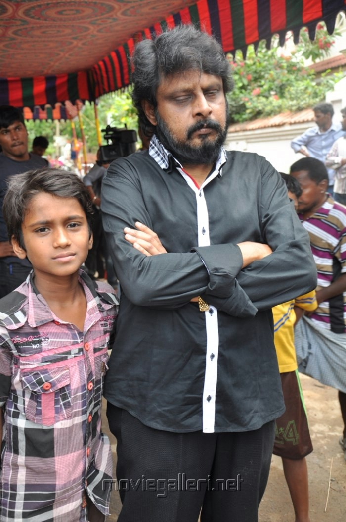 Picture 492698 | Vikraman at Manivannan Passed Away Stills | New Movie ... Nassar Actor Body