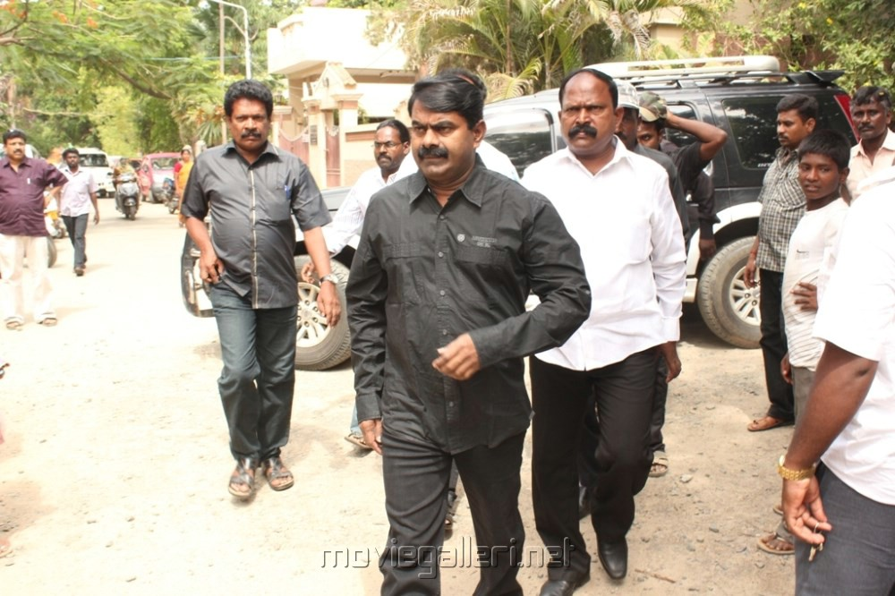 Picture 492729 | Seeman at Director Manivannan Passed Away Stills ... Nassar Actor Body