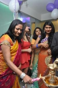 Manjari Fadnis Launches Naturals Franchise Salon at Vijayawada Photos