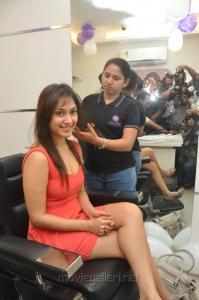 Actress Manjari Launches Naturals Salon Vijayawada Photos