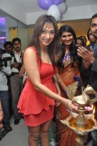Manjari Inaugurates Naturals Salon at Vijayawada Photos