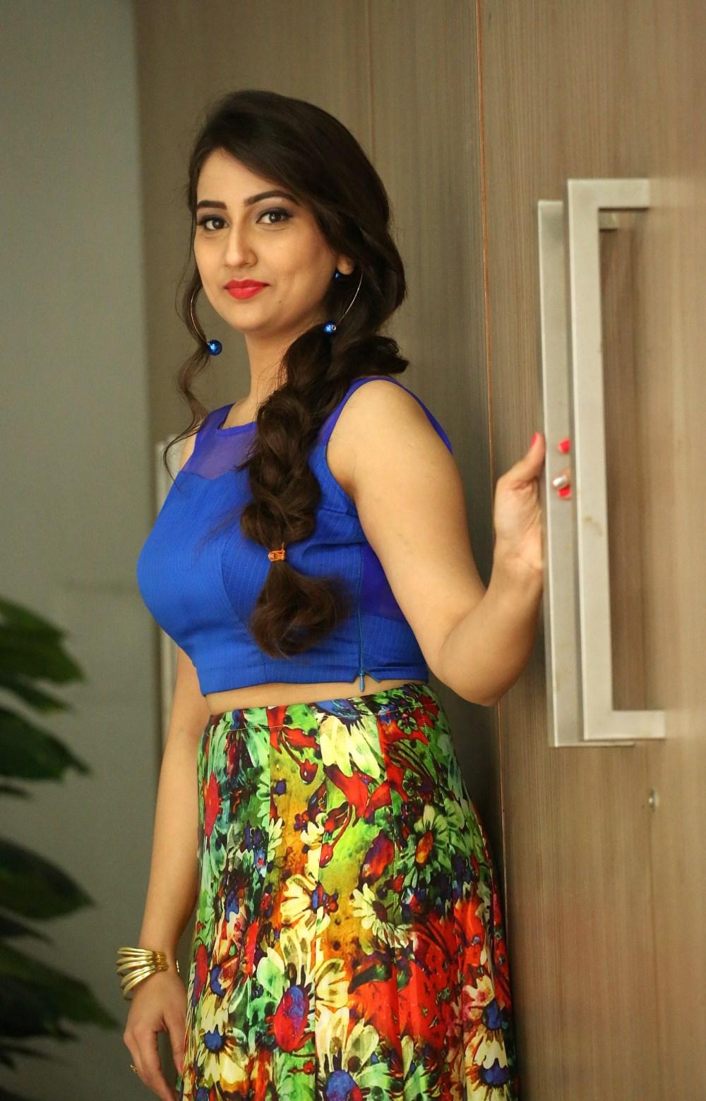 Telugu Anchor Manjusha Pictures @ Bengal Tiger Movie Success Meet