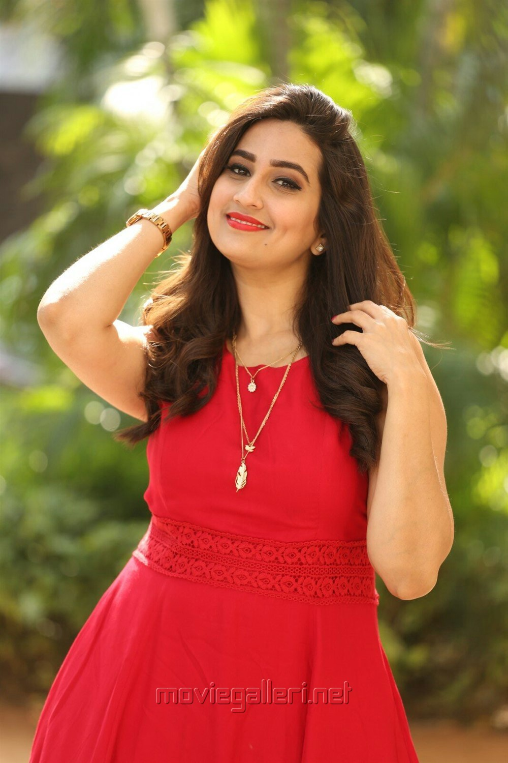 Anchor Manjusha in Red Frock Photos @ Padi Padi Leche Manasu Thanks Meet