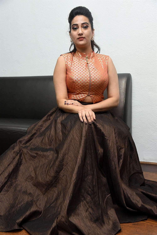 Anchor Manjusha Stills @ 2 Hours Love Pre Release