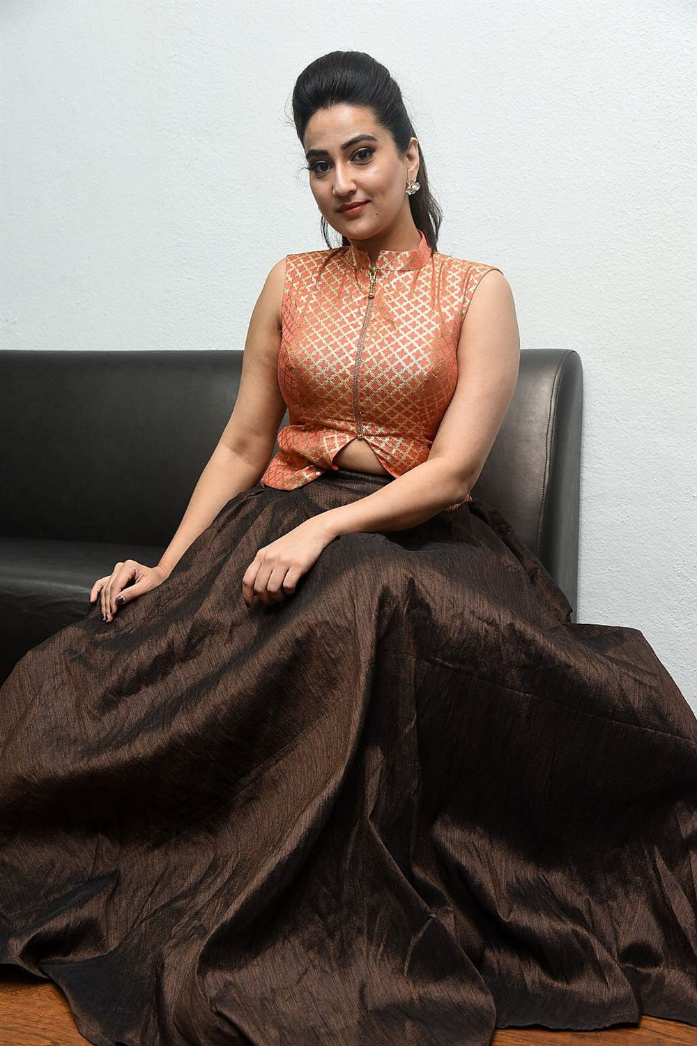 Anchor Manjusha Latest Stills @ 2 Hours Love Pre Release