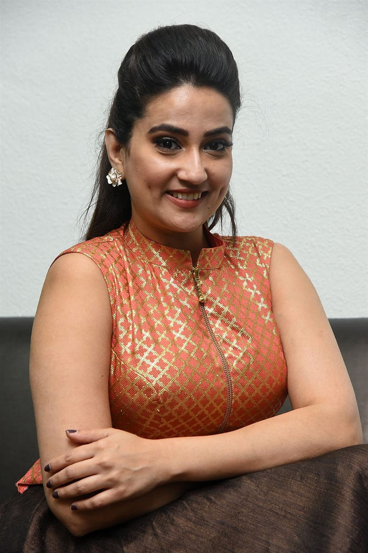 Anchor Manjusha Latest Stills @ 2 Hours Love Pre Release