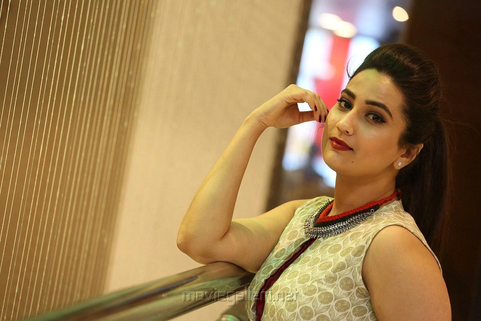 Anchor Manjusha New Stills @ Yenthavaralaina Movie Audio Launch