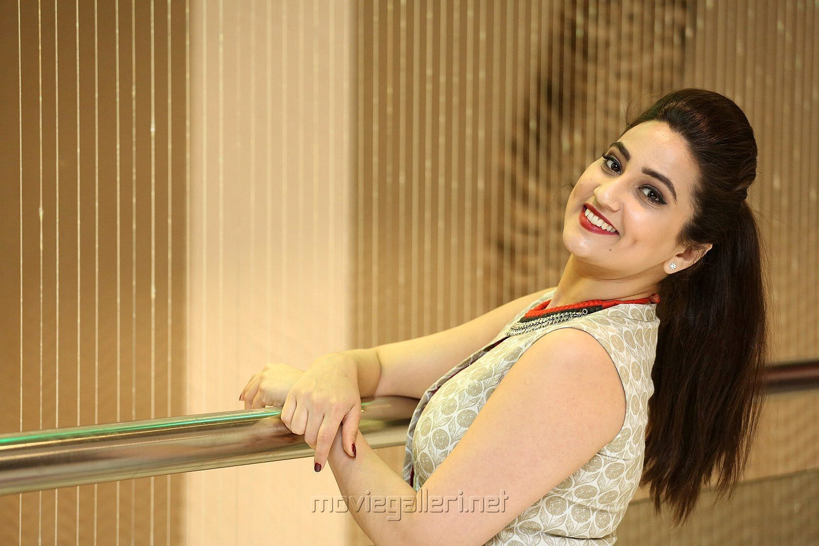 Anchor Manjusha New Stills @ Yenthavaralaina Audio Launch