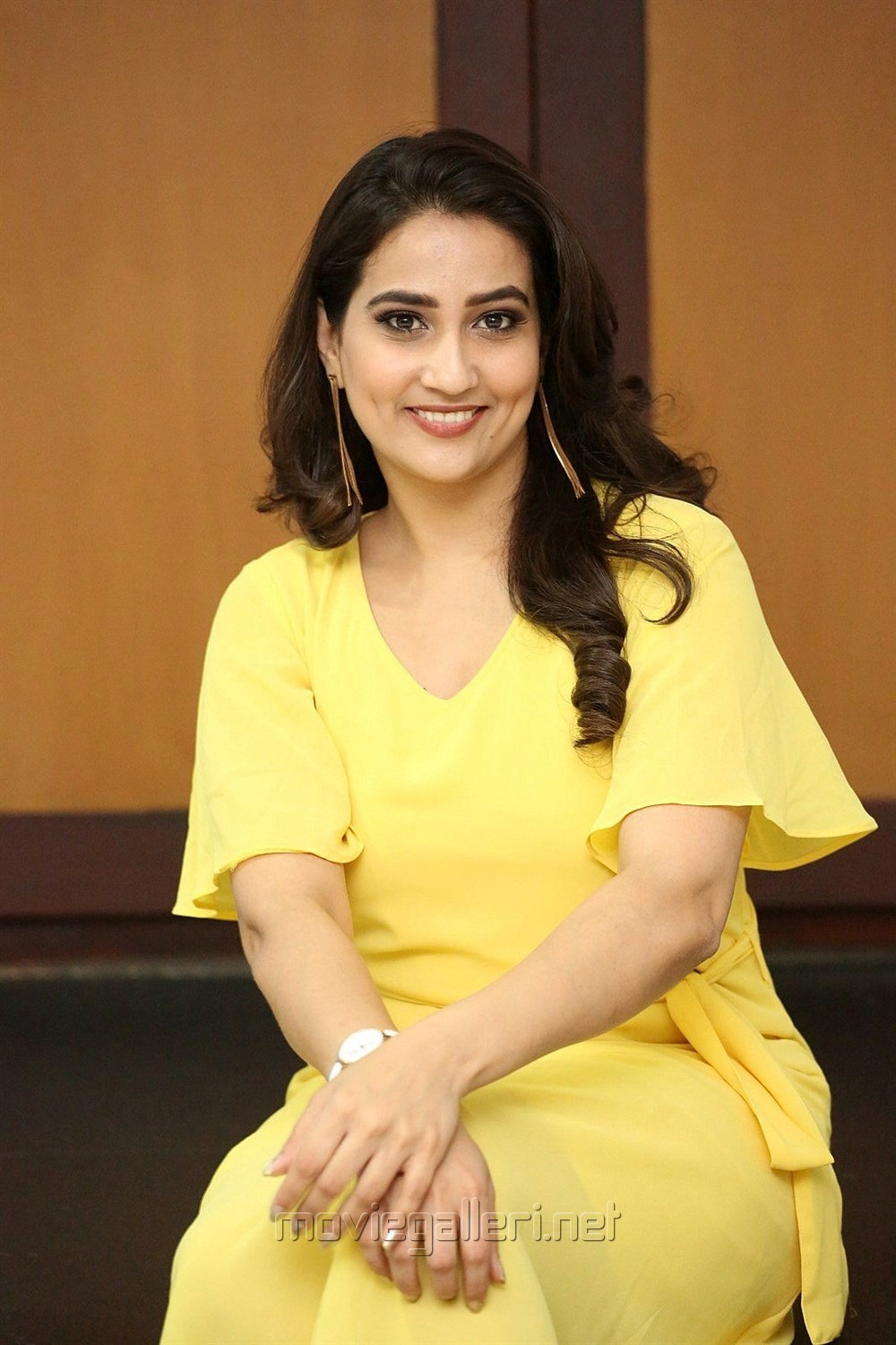 Telugu Anchor Manjusha Pics in Yellow Frock