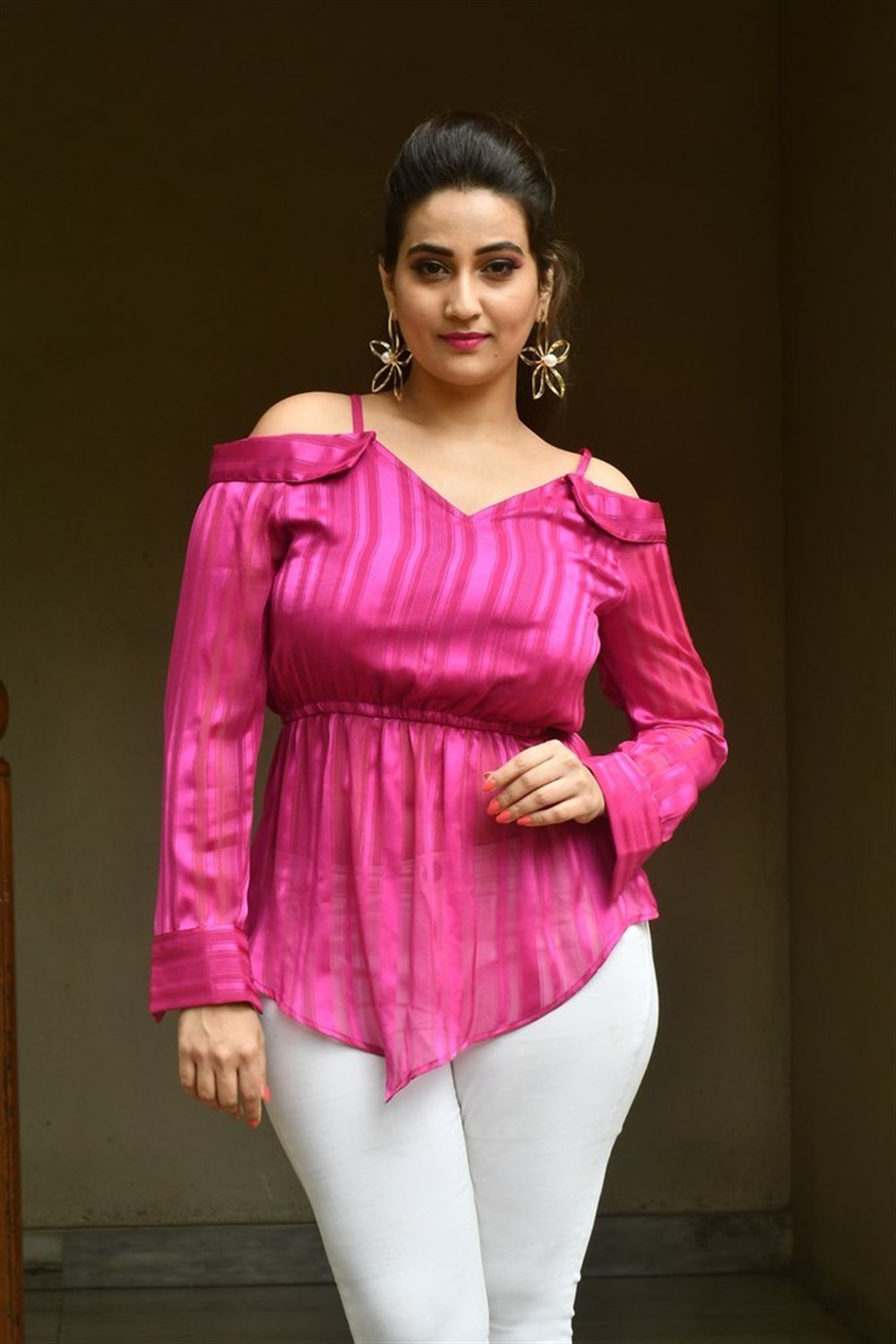 Anchor Manjusha Pictures @ 1st Rank Raju Press Meet